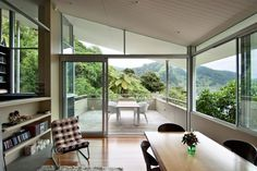 Parsonson Architects has designed the apple Bay House