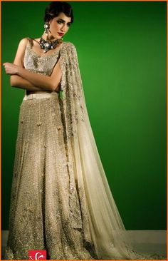 Tena Durrani is one of those brands which is known for its intricate embellishments and exquisite ensembles. The cuts and patterns that she applies are chic and of à la mode. #TenaDurrani #Omorose #Bridal #Collection2016-17 #Wedding #Fashion