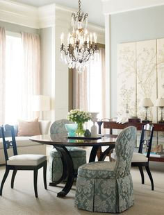 Love the distinctive style and design by Henredon Furniture? We do as well! Stop in at our Pinellas Park (727) 577-1776 or Sarasota (941) 556-0501 locations to browse the latest styles. | #home #design #interiordesign #homefurniture #furniture #style #homedesign #Henredon