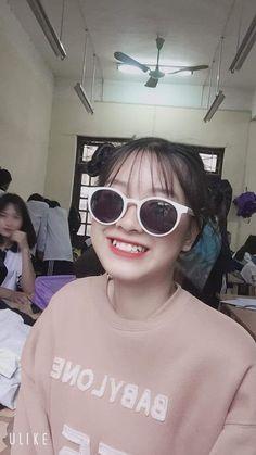 Girl Pictures, Girl Photos, Girl Photo Poses, Ulzzang Girl, Cute Couples, Cat Eye Sunglasses, Asian Beauty, Cute Girls, Beautiful