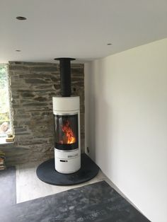 Kernow Fires Scan 85 in St Merryn wood burning stove installation in Cornwall. Wood Burning Stove Corner, Wood Burning Logs, Corner Stove, Stove Fireplace, Fireplace Wall, Stove Installation, Slate Hearth, Pellet Stove, Gas Stove