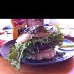 Sushi burger: grilled sushi rice sandwiching garlic ginger soy burger with wasabi mayo Rice Sandwich Recipe, Sandwich Recipes, Sushi Burger, Hamburger, Grilling, Garlic, Sandwiches, Favorite Recipes