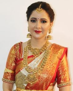 Ideas Makeup Ideas Gold Brides For 2019 Bridal Sarees South Indian, Indian Bridal Outfits, Indian Bridal Fashion, Indian Bridal Wear, Indian Wedding Jewelry, Wedding Outfits, Wedding Saree Blouse Designs, Pattu Saree Blouse Designs, Blouse Designs Silk