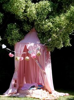 Awesome Outdoor DIY Projects for Kids - Outdoor Shade - Ideas of Outdoor Shade - DIY Outdoor Reading Shade Tent for Kids. Or could be used in the corner of her room. Shade Tent, Outdoor Shade, Outdoor Fun, Outdoor Ideas, Romantic Picnics, Diy Projects For Kids, Outdoor Projects, Pink Garden, Kid Spaces