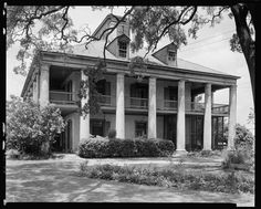 Seven Oaks, Westwego, Jefferson Parish, Louisiana. Building/structure dates: ca. Old Southern Plantations, Southern Plantation Homes, Louisiana Plantations, Louisiana Homes, Southern Homes, Plantation Houses, Southern Charm, Southern Style, Old Abandoned Houses