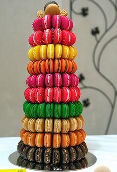 Tour de macarons pour candy bar coloré
