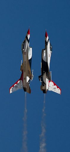 F-16-thunderbirds..side by side..