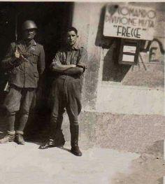 Soldats de la Brigada Mixta Flecce a la casa del Marqués