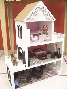 CASA DE BONECA feita em mdf, com piso em madeira. Opção de iluminação. Paredes revestidas e móveis decorativos. Escala 1:18 Indicado para crianças de todas as idades, consultórios de psicologia e colecionadores. Wooden Dollhouse, Dollhouse Furniture, Toy House, Barbie House, Woodworking Projects, Art For Kids, Home Goods, Diy And Crafts, Toddler Bed