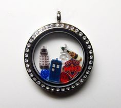Do you love Doctor Who? Heres just another way to show that you do!!  Enjoy this Doctor Who themed 30mm rhinestone stainless steel magnetic locket.