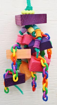 blocks and chains Diy Parrot Toys, Diy Bird Toys, Parrot Pet, Parrot Bird, Cockatiel Toys, Parakeet Toys, Conure Bird, Diy Bird Cage, Bird Stand