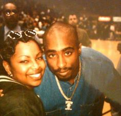Rare photo of Tupac and a fan at the Lakers Game, February 2, 1996