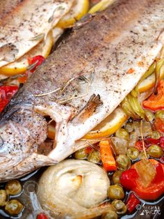 Baked trout/ Pastrav la cuptor Trout Recipes, Seafood Recipes, My Recipes, Cooking Recipes, Favorite Recipes, Baked Trout, Romanian Food, Romanian Recipes, Fish And Seafood