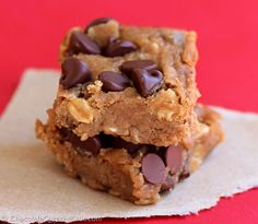Oil free cookie bars !!! This website has so many healthy chocolate recipes ! Yes please!