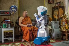 13-robot-aide-buddhist-monk-670.jpg (670×450)