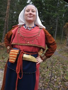 """""""Iron Age Finnish Clothing -- Elina modeled this medieval outfit in an Iron Age fashion show organized by a friend. As a note: Many of Elina's posts are in English as well as Finnish, and she does beautiful needlework. Viking Garb, Viking Reenactment, Viking Dress, Viking Costume, Folk Costume, Viking Life, Viking Woman, Viking Clothing, Historical Clothing"""