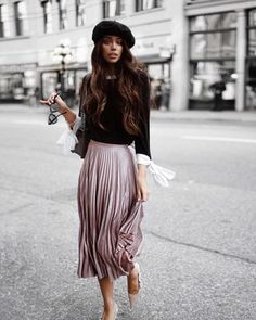 Janice Joostema looks super chic in this outfit consisting of a pastel pink pleated skirt, bow sleeved top and black Dior beret Mode Outfits, Skirt Outfits, Fashion Outfits, Preppy Outfits, Fashion Weeks, Chic Outfits, Fashion Clothes, Mode Costume, Romantic Outfit