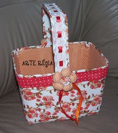 Cesta com pote de sorvete by arte.regia, via Flickr Diy And Crafts Sewing, Diy Crafts For Gifts, Creative Crafts, Paper Roll Crafts, Fabric Crafts, Lulu Love, Fabric Boxes, Art N Craft, Decorated Jars