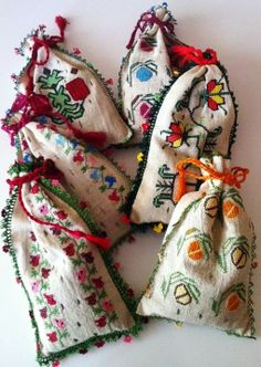 Some more lovely drawstring bags made with vintage kantha quilt scraps. Ribbon Embroidery, Embroidery Art, Fabric Gift Bags, Lavender Bags, Pouch Pattern, Kantha Quilt, Small Gifts, Needlework, Sewing Projects