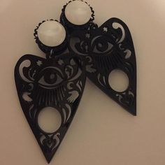 Black Ouija Planchette Filigree Eye Dangle Plugs Ear Jewelry, Cute Jewelry, Body Jewelry, Jewelry Ideas, Jewelry Box, Gauges Plugs, Ear Gauge Plugs, Tunnels And Plugs, Stretched Ears