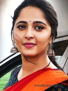 Anushka Latest Photos, Anushka Photos, Actress Anushka, Bollywood Actress, Saree Look, Red Saree, Anushka Shetty Saree, Madhuri Dixit Hot, Ikkat Dresses