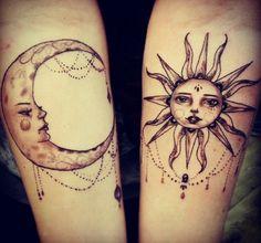 signification tatouage lune, jolie lune et soleil sympathique décorés d'ornements