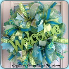 Spring wreath with deco mesh and wooden monogram/scrapbook glitter . Wreath Crafts, Diy Wreath, Wreath Ideas, Wreath Making, Easter Wreaths, Holiday Wreaths, Summer Wreath, Spring Wreaths, Wooden Monogram