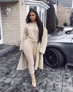 Women fashion Over 50 Aging Gracefully Fifty Not Frumpy - Women fashion Sporty Under Armour - - Women fashion For Summer Jeans - Winter Fashion Outfits, Fall Winter Outfits, Autumn Winter Fashion, Trendy Outfits, Cute Outfits, Fashion Over 50, Look Fashion, Womens Fashion, Fashion Edgy