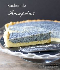 {recipe in English and Spanish} Poppy seed tart, a German kuchen. This will be the talk of your party. Sweet Recipes, Cake Recipes, Dessert Recipes, Desserts, Tortas Light, Chilean Recipes, Chilean Food, Cupcakes, Galette