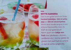Witte sangria; wijn, citroenijsthee en fruit. Mjummie!
