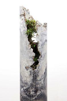 Solo Exhibition at Sarah Cottier Gallery, March innerouter consists of five concrete forms with a slag and ash aggregate, hosting lithophytic plant species native to Sydney. Concrete Sculpture, Concrete Forms, Concrete Art, Concrete Design, Concrete Planters, Sculpture Art, Wall Planters, Reinforced Concrete, Succulent Planters