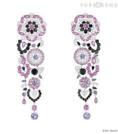 """Broderie de camélia    Boucles d'oreilles """"Broderie de Camélia"""" en or blanc 18 carats, diamants, spinelles noirs, saphirs roses et violets."""