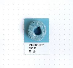 Designer Matches Small Everyday Objects To PANTONE Color Swatches - DesignTAXI.com