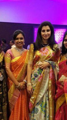Gorgeous saree Traditional Sarees, Traditional Dresses, Wedding Silk Saree, Bridal Sarees, Indian Beauty Saree, Indian Sarees, Pattu Saree Blouse Designs, Fancy Blouse Designs, Elegant Saree