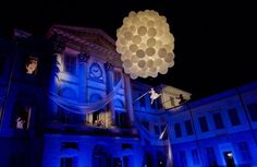 Opening #AccademiaCarrara #molecoleshow is the show of a balloons cluster with an aerialist dancer flying with trapeze