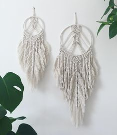 I've just listed these two feathered macrame dream catchers in my shop. They were a lot of fun to make and I'll definitely be making one for myself! Happy sunny Sunday all ☀️ • • • • • #bohemiandecor #designsponge #plantsmakepeoplehappy #houseplantclub #bohohomedecor #homedecor #planthousecommunity #frome #macramemakers #fibreart #macramemovement #modernmacrame #makersgonnamake #makersmovement #macramemakesit #bohemianliving #mybohotribe #beautifullyboho #thenewbohemians #styleithappy #m...