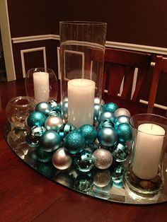 Christmas Tablescape Idea.  Really cute for a simplistic Christmas/Winter wedding
