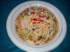 noodles with bean sprouts (Aceh : indomi ngen toge)