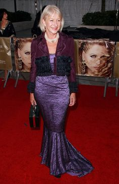 Helen Mirren Blesses The World With A Figure-Hugging Black Dress Red Lace Gown, Gold Gown, Floral Midi Dress, Dame Helen, Green Gown, Helen Mirren, Types Of Dresses, Gowns, Beauty
