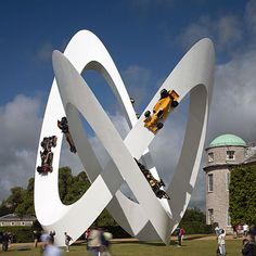 Designer Gerry Judah has created this white knotted sculpture of a race track for car brand Lotus at Goodwood Festival of Speed, which took place in West Sussex last weekend. Lotus Sculpture, Modern Sculpture, Sculpture Art, Anatomy Sculpture, Louise Bourgeois Sculpture, Gouts Et Couleurs, Art Actuel, Pop Art, Goodwood Festival Of Speed