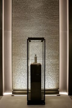 elevator alcove ambiance (you can put a center piece)