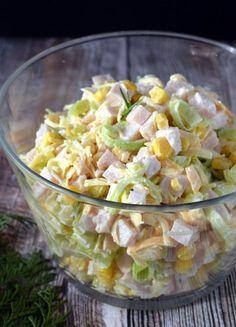 Sałatka z porem, wędzonym kurczakiem i żółtym serem – Smaki na talerzu