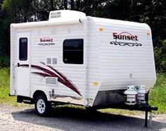 Guide To Ultra-Lightweight Travel Trailers Mini Travel Trailers, Small Camper Trailers, Small Camping Trailer, Lightweight Travel Trailers, Diy Camper Trailer, Small Campers, Rv Makeover, Teardrop Trailer, Caravans