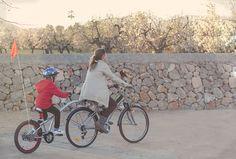 Paseos en bici viendo los almendros en flor. La copilot de weeride nos hace la vida más fácil!!