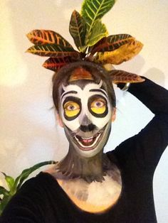 face painting lemur - Hledat Googlem Halloween 2017, Diy Halloween Costumes, Cool Costumes, Halloween Face Makeup, Halloween Foods, Costume Ideas, Madagascar, King Julien, Safari