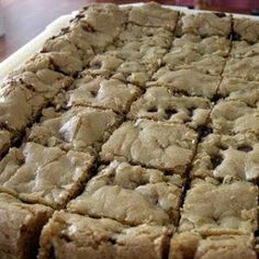 Thick and Chewy Chocolate Chip Bars Recipe Dessert Recipes Köstliche Desserts, Delicious Desserts, Dessert Recipes, Yummy Food, Bar Recipes, Family Recipes, Cream Recipes, Healthy Desserts, Recipies