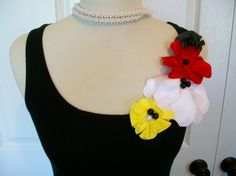 Embellished Flowers Tank Top in Red, Yellow, Black and White Neck Designs For Suits, Collar Designs, Personalized T Shirts, Diy Shirt, Blouse Patterns, Diy Clothing, Yellow Black, Refashion, Flower Designs
