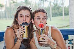 Canudo divertido com bigode e boca com beijo - festa FARM.
