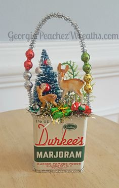 vintage weihnachten Image of Vintage Spice Tin Ornament Primitive Christmas, Vintage Christmas Crafts, Retro Christmas, Christmas Love, Vintage Ornaments, Christmas Projects, Winter Christmas, Handmade Christmas, Holiday Crafts