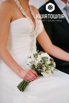 #kwiatownia #bouquet #bridal #bride #bridesmaid #slub #wesele #bridalbouquet #flowers #flowerinspirations #inspirations #weedingday #floral #art #design Weeding, Bouquets, One Shoulder Wedding Dress, Bridesmaid, Bridal, Wedding Dresses, Floral, Flowers, Design